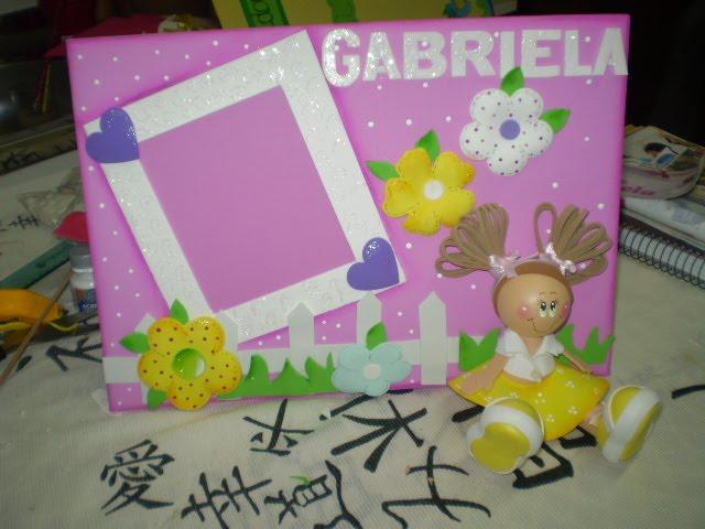 Porta Retrato com menina sentada
