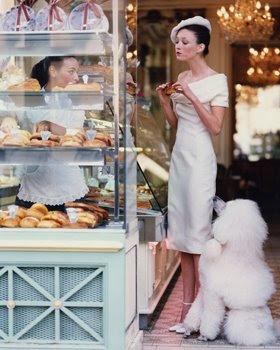 http://2.bp.blogspot.com/_1E4QATyd3k8/SgWwlGfOMLI/AAAAAAAABXQ/zHq_czbGTSs/s400/PatisserieCadorin+Paris.Vogue+March1999.ArthurElgort.jpg