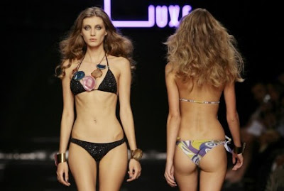 تصاویر زنان در ساحل دریا http://chetoriast.blogspot.com/2009/04/swimwear-fashion-2009.html