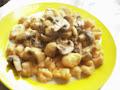 Ñoquis de calabaza con salsa de champignones light.