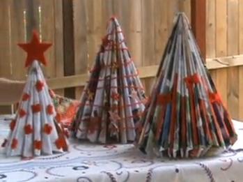 Arbol de navidad con reciclaje de revistas
