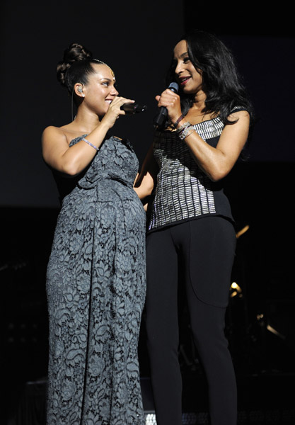 Sade adu jail ||sade adu pictured with her daughter, how old is sade ...