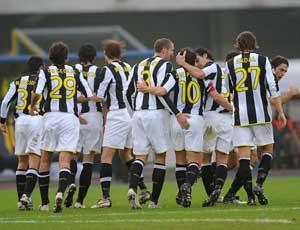 Los jugadores de la Juve celebrando un gol ante el Genoa