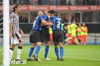 Jugadores del Inter celebrando gol