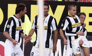 Los jugadores de la Juve celebrando el gol