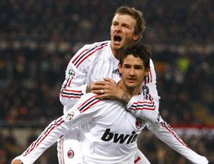 Pato celebrando el gol con Beckham