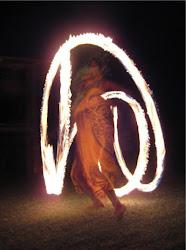 Malabares de Fogo para qualquer tipo de festa ou evento! Beleza e arte iluminando seu ambiente!