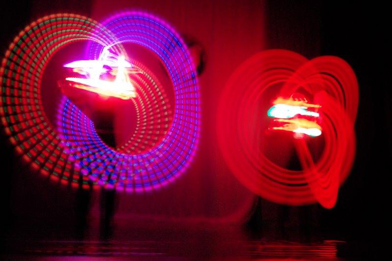 Malabares com Luz de Neon: Lindo e encantador para seu evento!