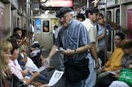 Soltando sus gaviotas en el metro de Buenos Aires.