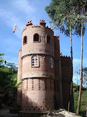 Un hermoso castillo y su entorno que invitan a la contemplación.