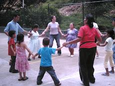 """Adultos Mayores, niños, jóvenes del barrio Albania... """"Rondando la Feria"""""""
