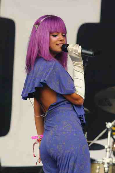 Lily rocks... we love her outrageous outfits, she looked amazing last year at glasto x