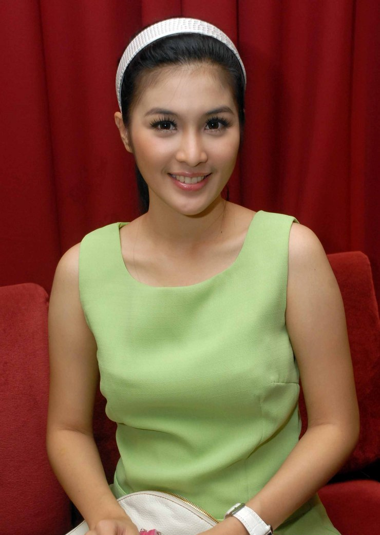 Pictures Gallery of Dewi Sandra