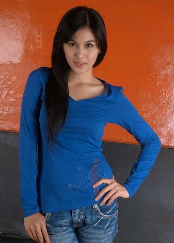 Foto Cantik Artis Sandra Dewi In Blue Dress celebrity fashion style