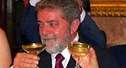 http://2.bp.blogspot.com/_1OYy1-F9y8M/Rz521YF069I/AAAAAAAAABc/CXFfwgl-bNE/s320/180px-Lula_bebado_new_york_times_maio2004.jpg