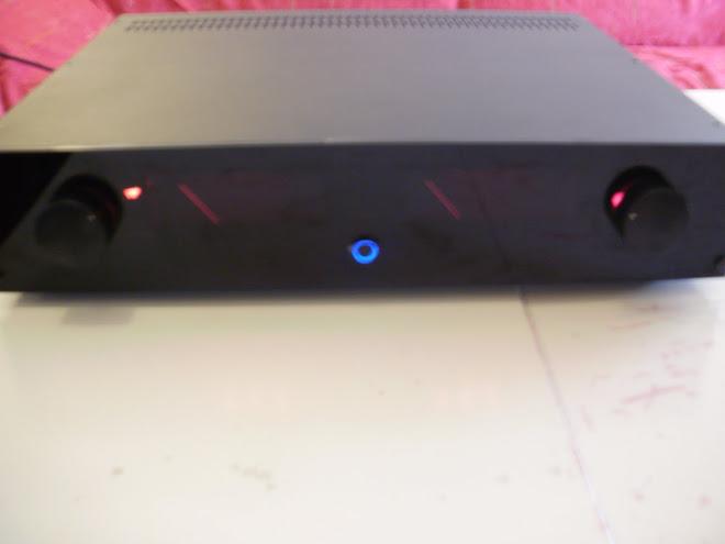 Ωmega integrated amplifier VU