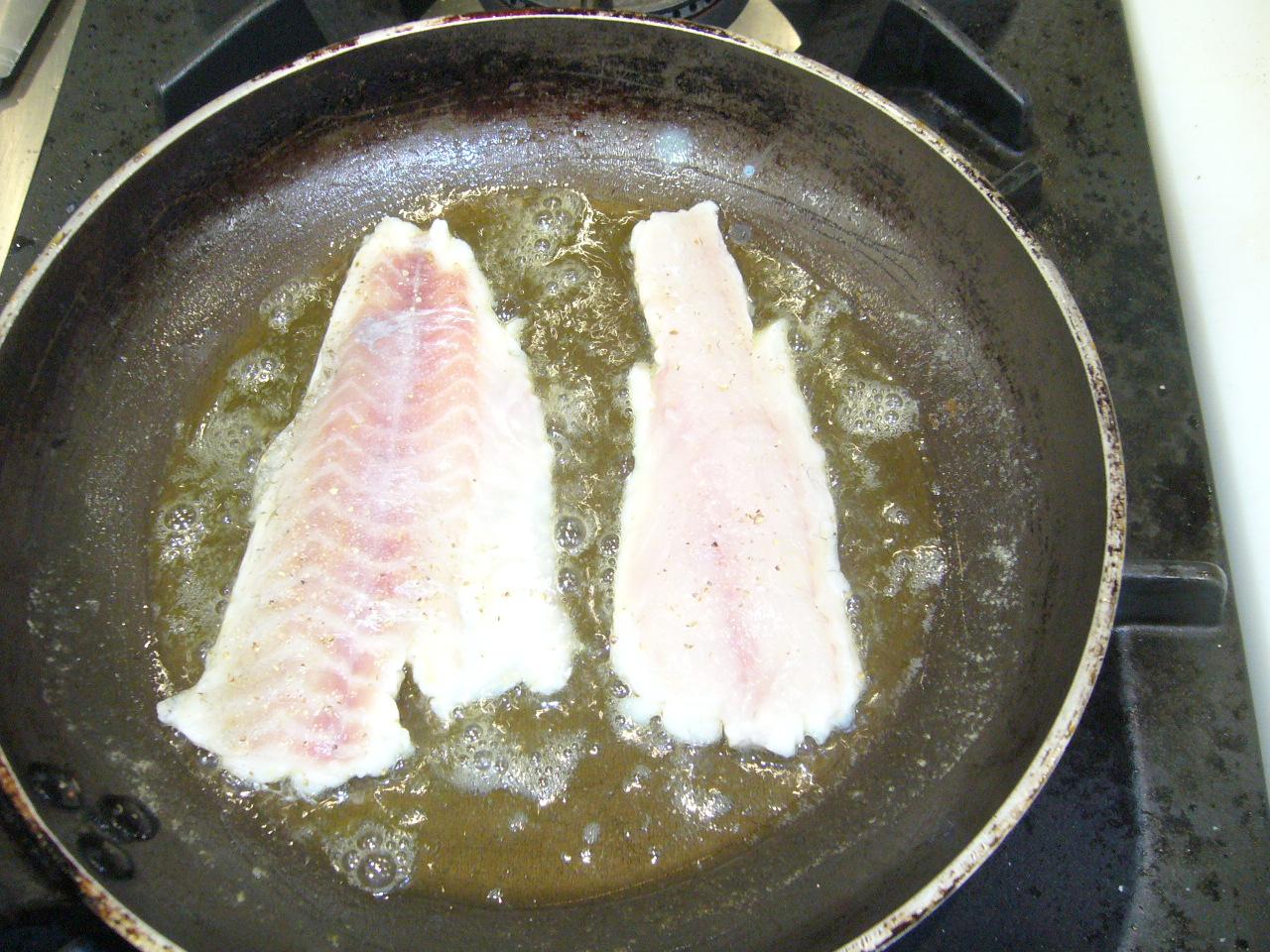 Cocinando na quinta noenlle lubina en salsa de almendras - Salsa para lubina a la sal ...