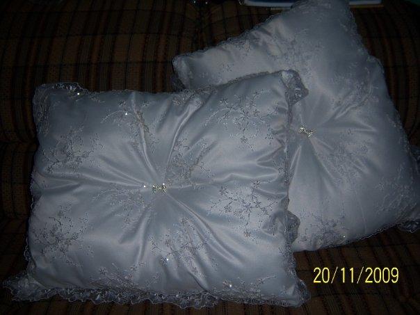 Cojines de boda imagui for Cojines con nombres bordados