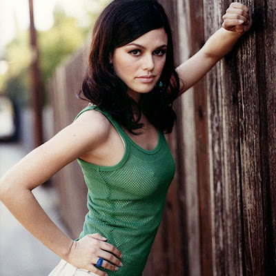 Rachel Bilson Is it wrong that I always confuse her with Mila Kunis?