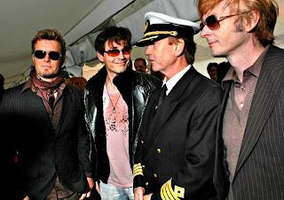 a-ha se encontra com Erling B. Hansen, capitão do navio Color Magic. Foto: Pål Nordseth/Dagbladet