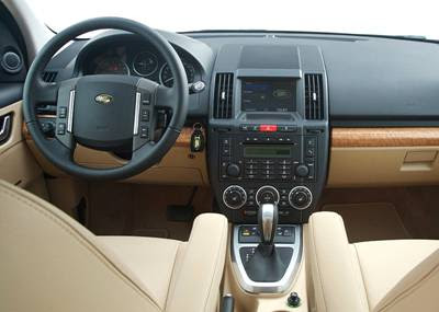 http://2.bp.blogspot.com/_1XknPAfZhcs/Sj0TPkqkxxI/AAAAAAAAK_s/sMYp3XBqy_Y/s400/2008+Land+Rover+Freelander+2+interior.jpg