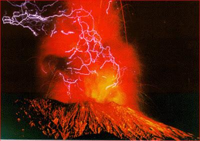 ภูเขาไฟระเบิด กับ ฟ้าผ่า