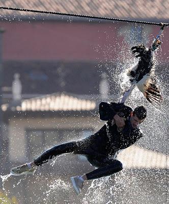กีฬา ระยำ แข่งกระชากหัวห่านให้ขาดจากร่าง