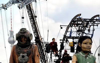 หุ่นกระบอกยักษ์ แห่ง เบอร์ลิน ( Berlin Reunion )