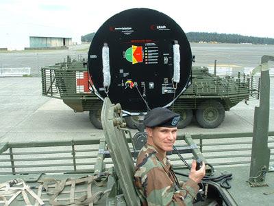 ปืนใหญ่คลื่นเสียง LRAD ของอเมริกาที่มีติดตั้งบนรถหุ้มกราะ