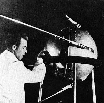 ดาวเทียม ดวงแรกของโลก ( Sputnik 1 )