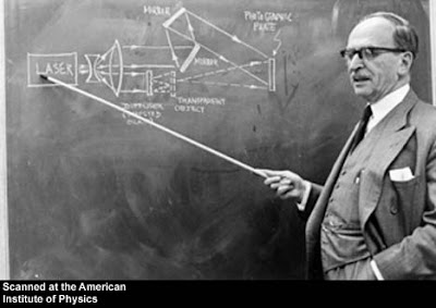 Dennis Gabor ชายผู้ค้นพบ วิธีบันทีกภาพ ฮอโลกราฟ (holograph)