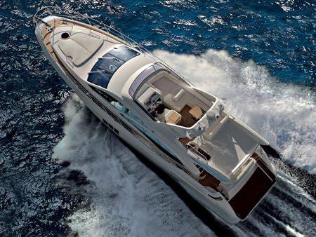 Azimut 58 flybridge motor yacht's maximum capacity is 14 persons.