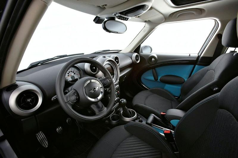 2011 Mini Countryman Crossover interior