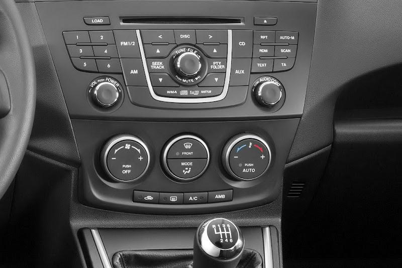 2011 Mazda 5 dashboard