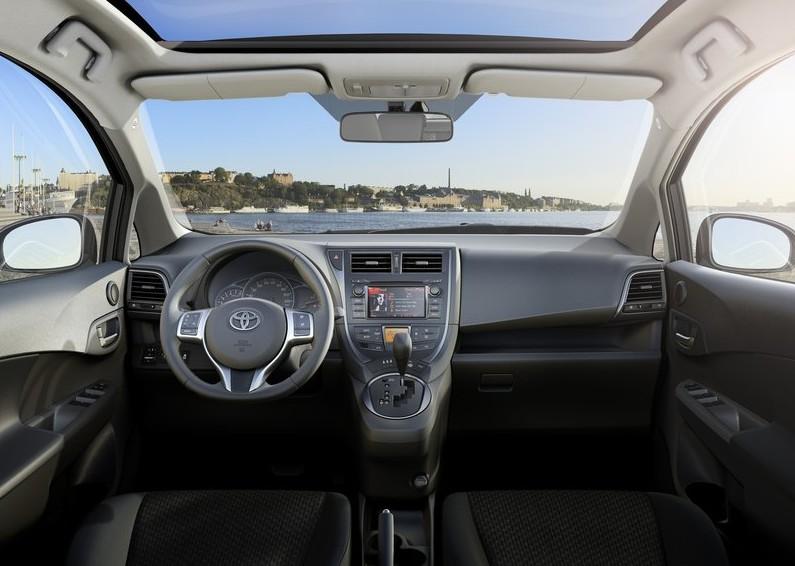 2011 Toyota Verso - S Interior