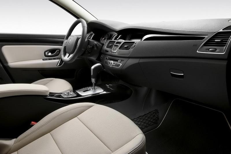 2011 Renault Laguna facelift interior