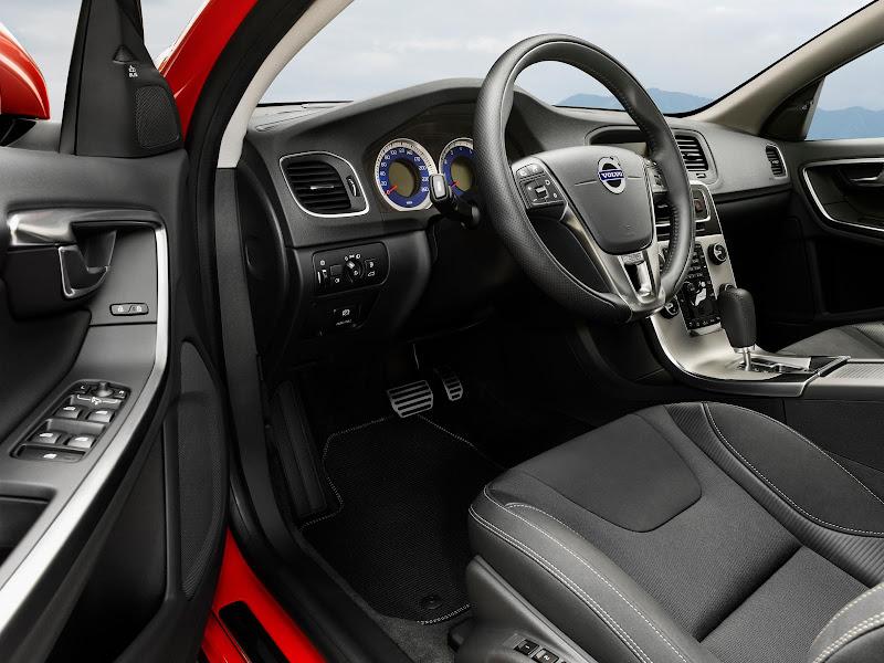 2011 Volvo S60 R-Design Interior