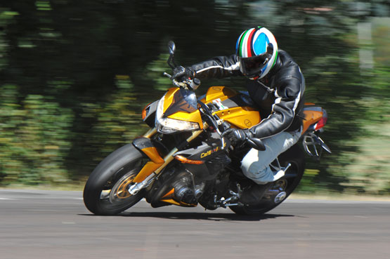 http://2.bp.blogspot.com/_1d1OMhUPzz8/TJviUVKTt2I/AAAAAAAAFWw/feaE7N24Bh4/s1600/2010+Benelli+Cafe+Racer+1130+1.jpg