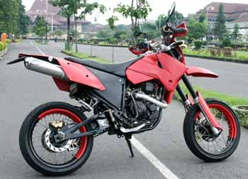 Yamaha Scorpio 2003 Supermoto Modification