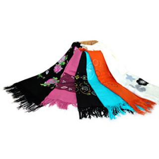 Cara memakai kerudung dari bahan pashmina