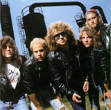 Grande METAL CHURCH