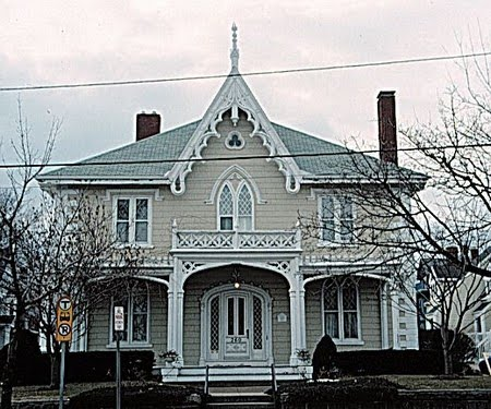 Running design housing history for Gothic revival home