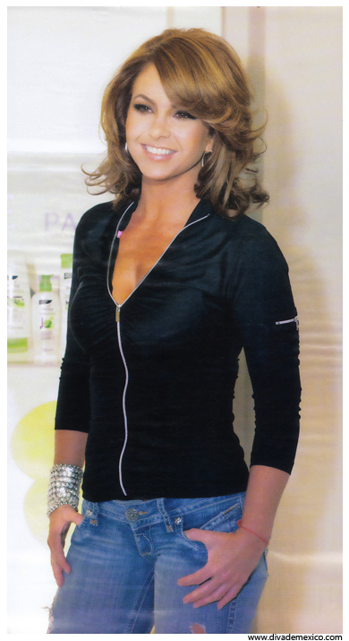 Scans:LUCERO revista HOLA