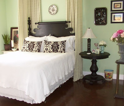 Vintage Bedroom Ideas on This Vintage Style Bedroom Is A Stunner  And Yet This Commenter Just