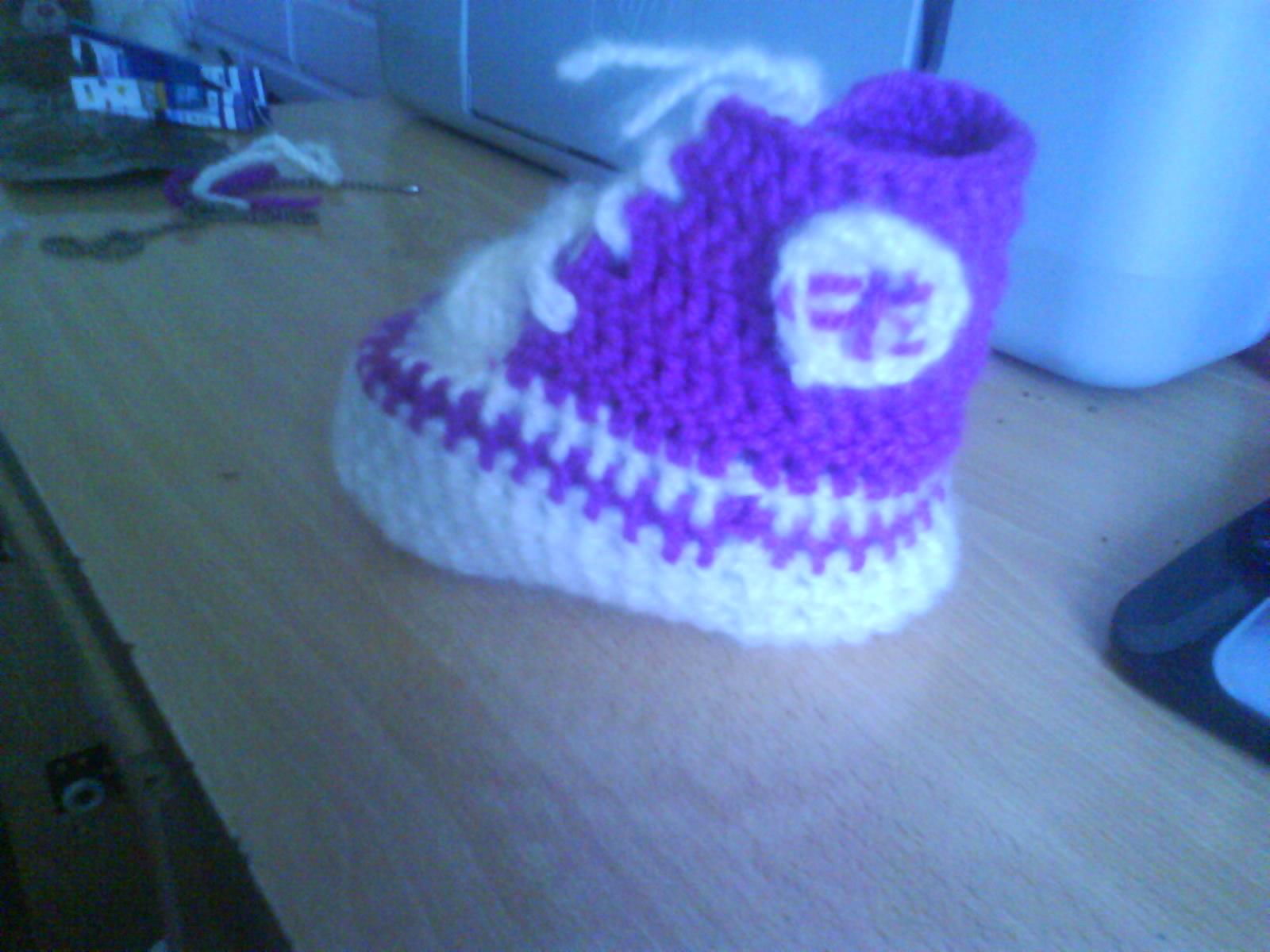 Creacrochet: Zapatitos tejidos a crochet, tipo CONVERS