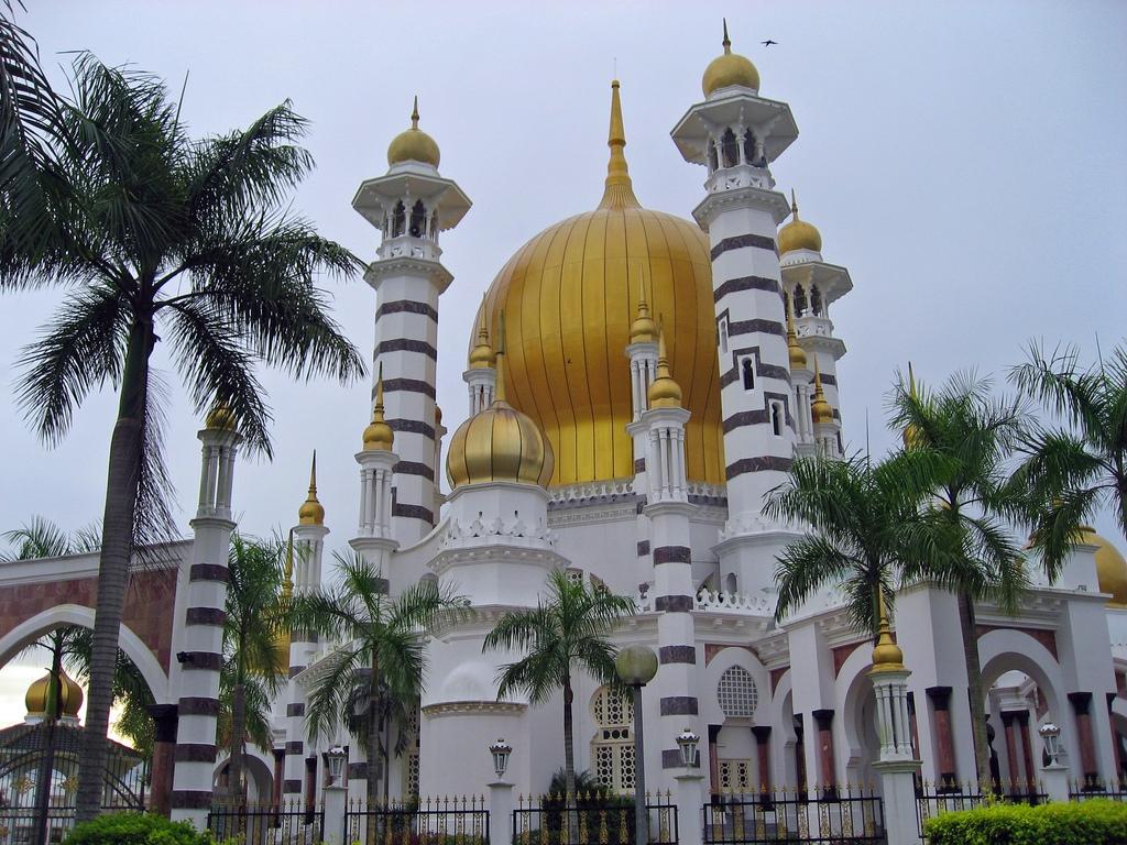 http://2.bp.blogspot.com/_1joQ2xKtLbE/TPJlPm7_jWI/AAAAAAAAADk/ImW-1gy7XaA/s1600/Ubidiah+Mosque+in+Kuala+Kangsar+-+Malaysia.jpg