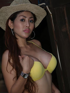 Hot Indonesian Model