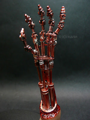 T 400 Terminator Here's a look at the Hot Toys topless 1/6 scale T800 12-inch figure ...