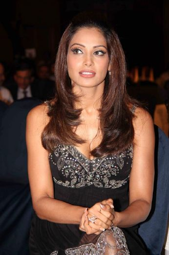 bipasha basudino morea at et retail awards