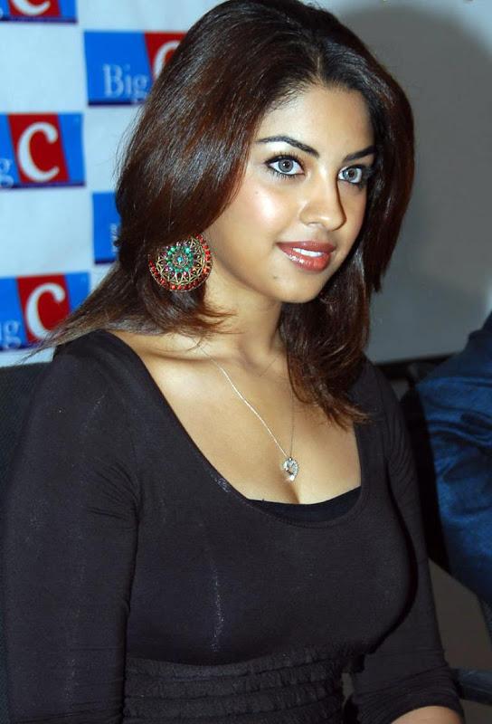 Actress Richa Gangopadhyay Hot Stills hot photos